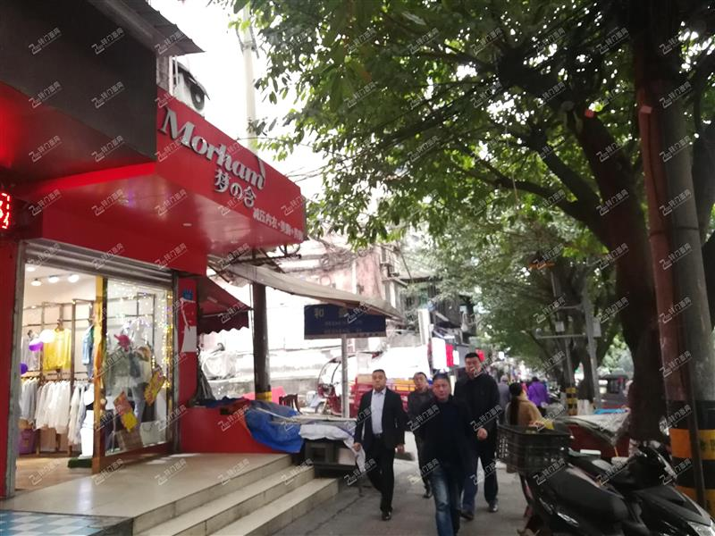 Z渝北龙溪临街50平米服装店转让。