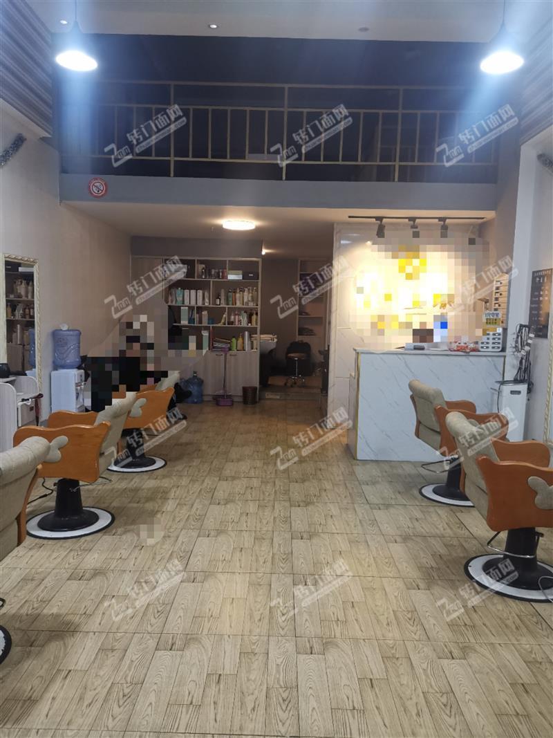 【可空转】急转梅溪湖金茂悦64平精装修美发店